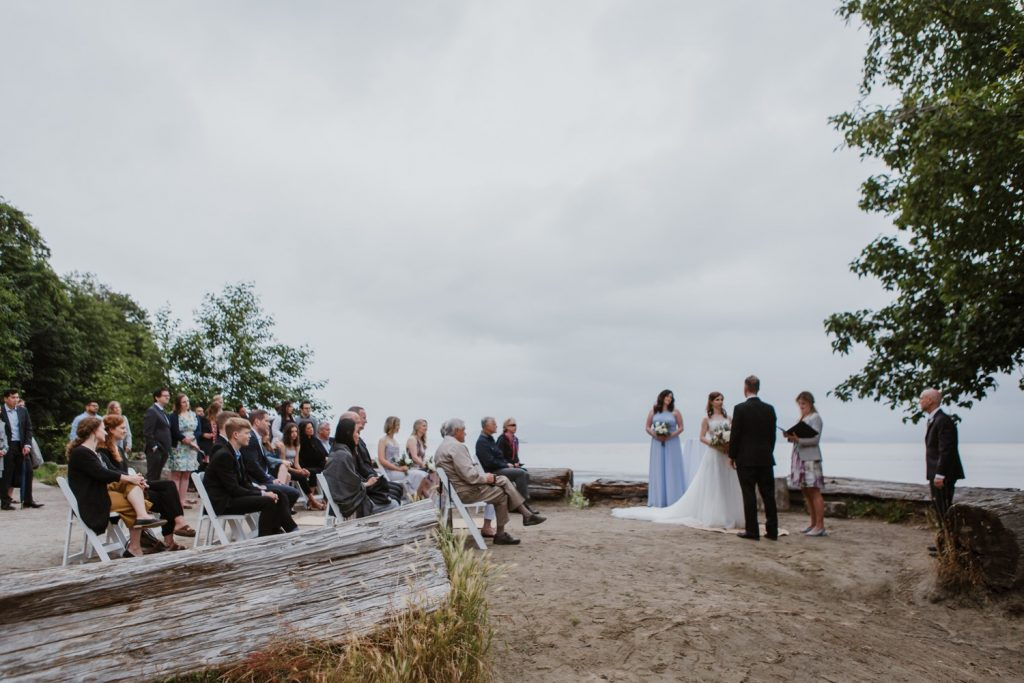 Wide shot of the ceremony with the bride and groom in spanish banks